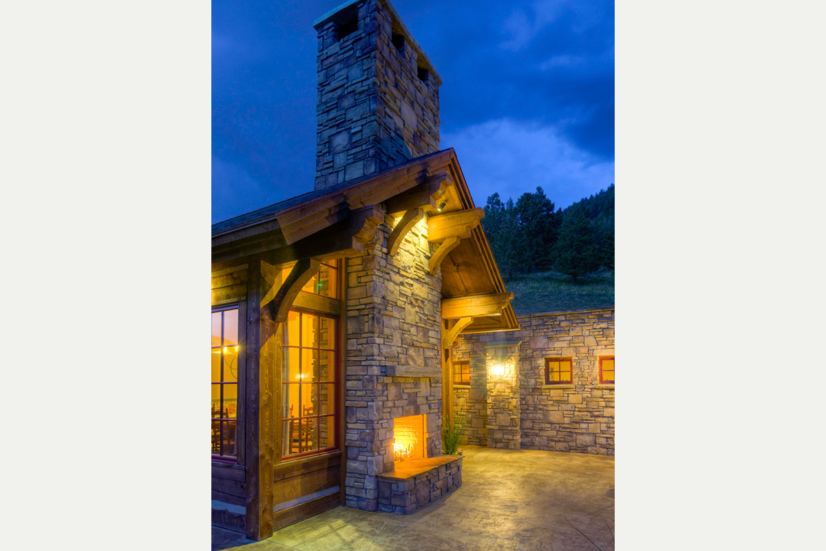 Authentic-Inc-Big-Sky-outdoor-fireplace