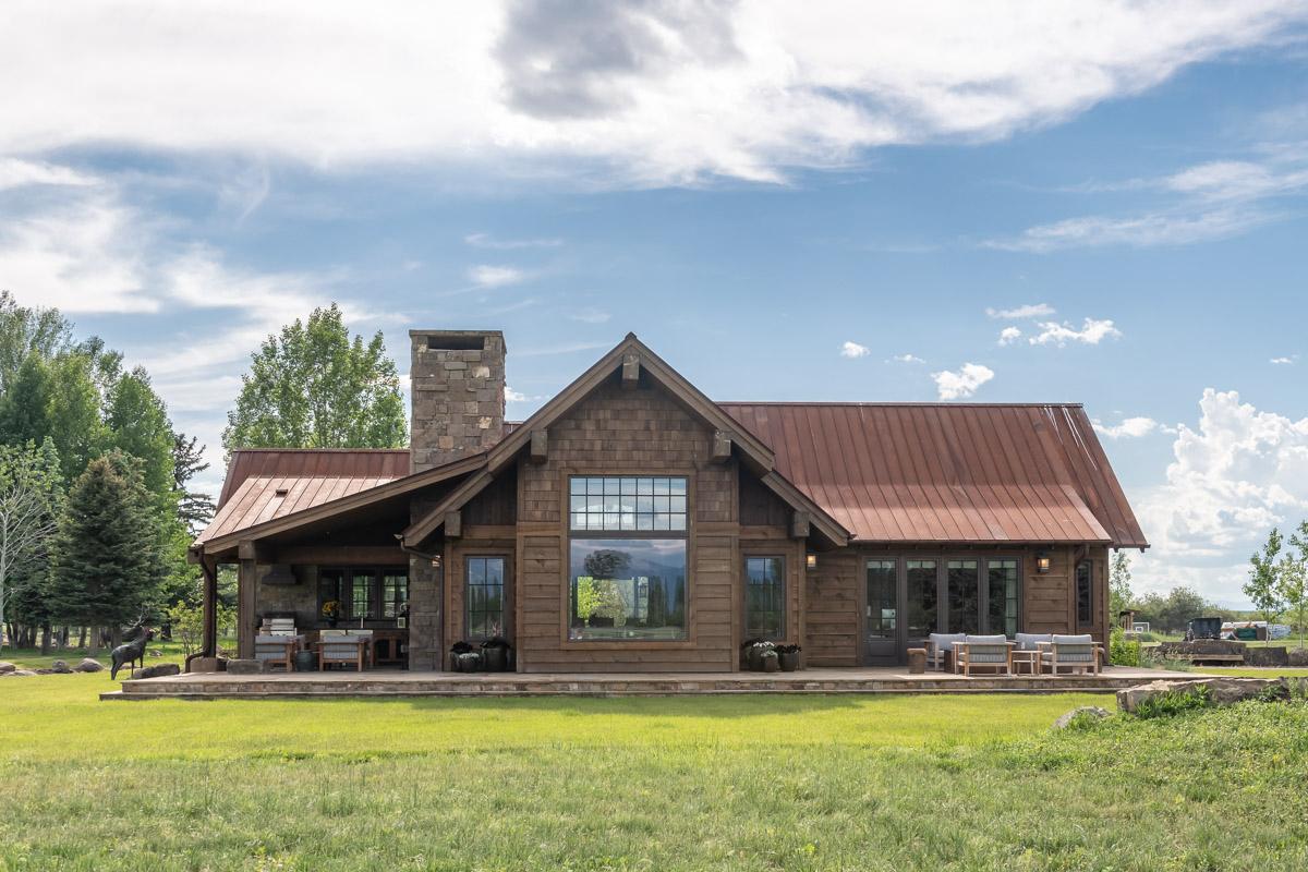 DA_Hammer-Ranch-back-deck