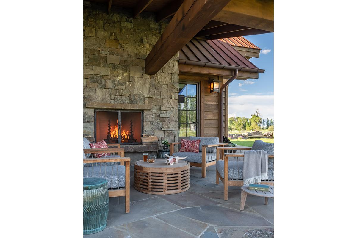 DA_Hammer-Ranch-outdoor-fireplace