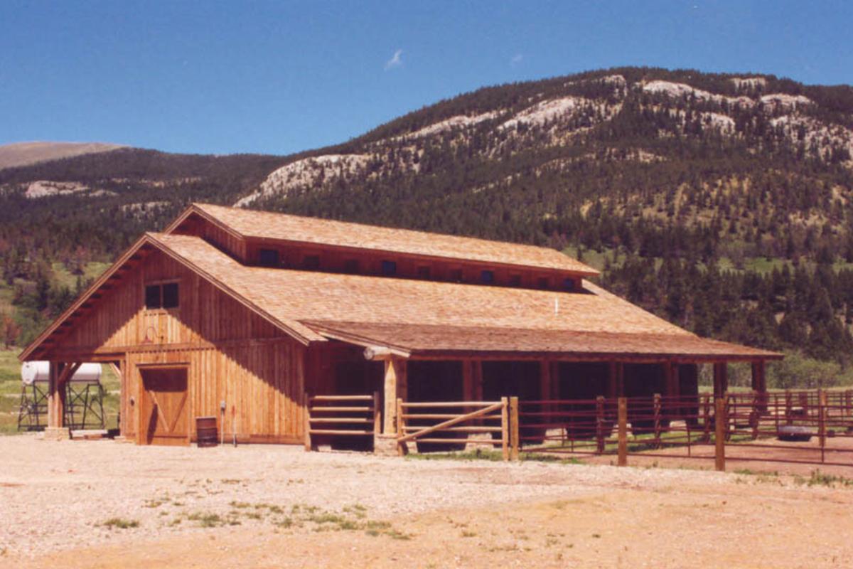 Dearborn-River-Ranch-barn