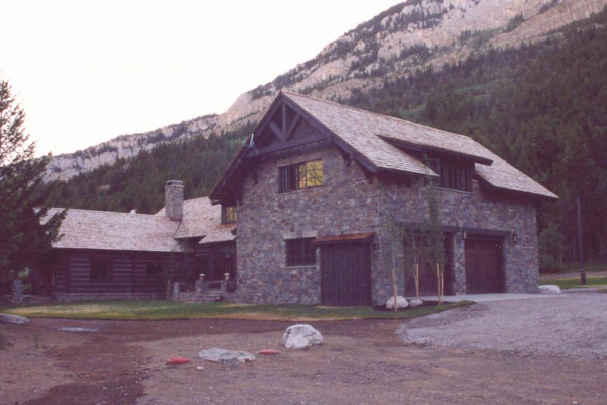 Dearborn-River-Ranch-garage-2
