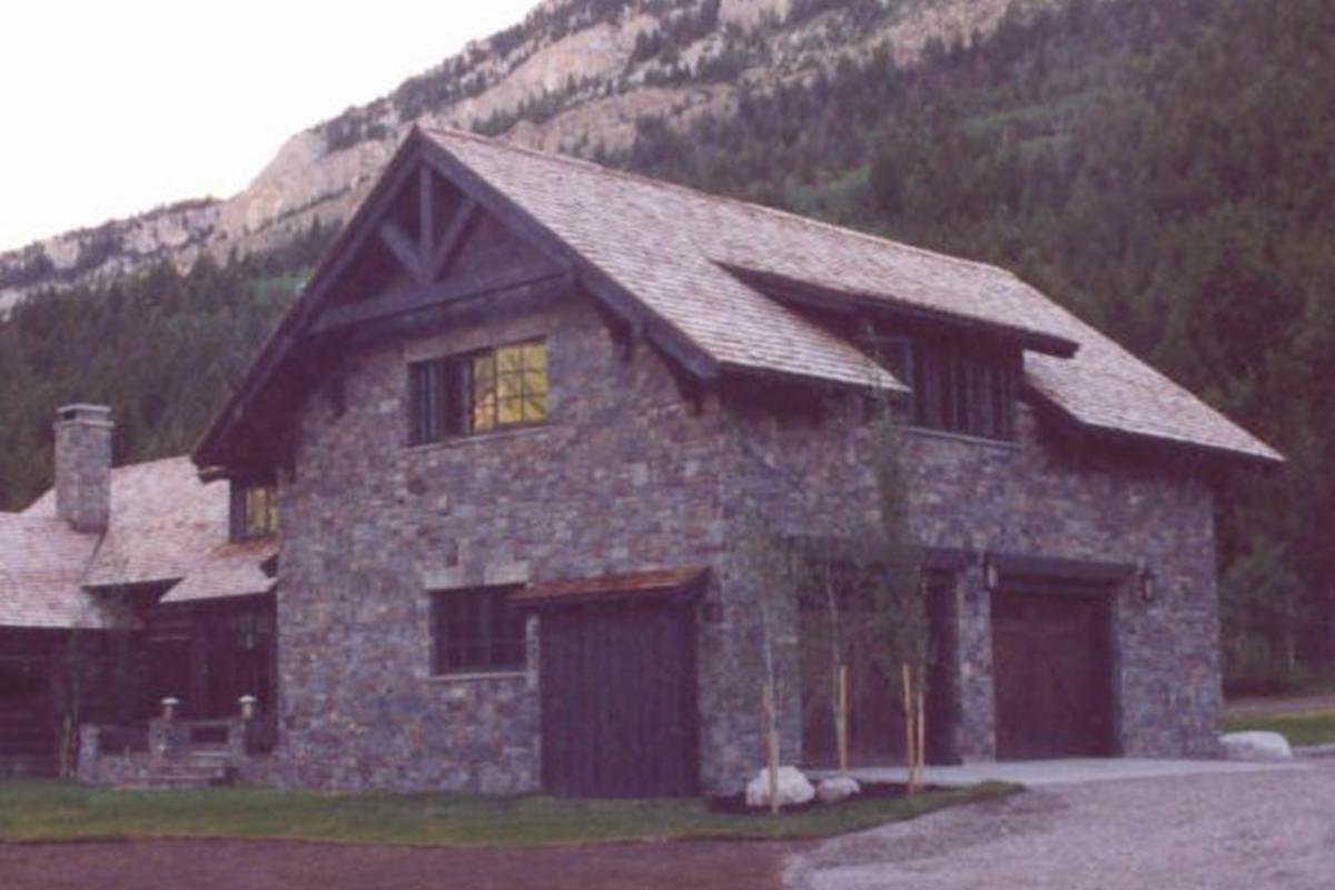 Dearborn-River-Ranch-garage
